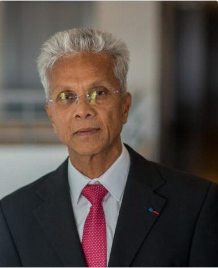 Eustase JANKY est Professeur des universités - Praticien hospitalier depuis le 1er juillet 1990. Elu président de l'université des. Antilles